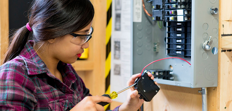 an electrical engineering student who could benefit from the CSA OnDemand e-resource